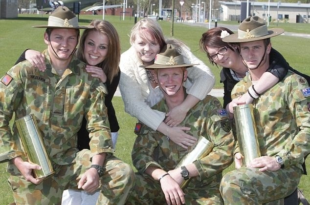 dating militar australia